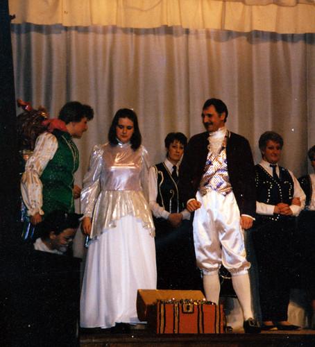 1994 Dick Whittington 62 (from left Kathy Allan, Sue Wasden, Katie Ivermee, Linda Ellis, Mick Travis, Cheryl McClure)