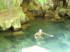 "Baignade dans une grotte <a style=""margin-left:10px; font-size:0.8em;"" href=""http://www.flickr.com/photos/83080376@N03/16053949666/"" target=""_blank"">@flickr</a>"