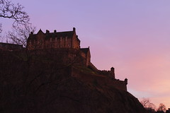 Edinburgh Castle (ire16121) Tags: pink sunset castle atardecer scotland edinburgh colours purple ciudad escocia paseo edimburgo castillo