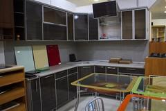 Кухонный гарнитур с алюминиевыми фасадами