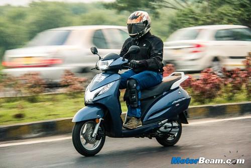 2015-Honda-Activa-125-2