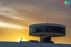 ltimos rayos de sol (PFG fotografa) Tags: paisajes niemeyer noche asturias aviles puesta naranja fotografiando asturies vistaciudad canoneos1000d