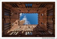Siena (un classico) (Gianluca Longu) Tags: siena canon 1022 italia italy nuvole clouds cielo scorcio toscana citt dettagli torredelmangia piazzadelcampo arte elitegalleryaoi bestcapturesaoi