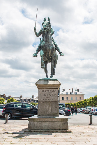 Statue de Du Guesclin à Dinan