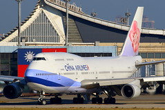 China Airlines 747-409 B-18215 at home... (Manuel Negrerie) Tags: b18215 747400 boeing747 boeing747400 taiwan roc taoyuanairport ci chinaairlines skyteam taxiway airport asia airliners jumbo widebody