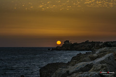 Sunset in the wall. (Antonio Camelo) Tags: nikon nature naturaleza night noche naranja sky sea sol sunset sun roca rock