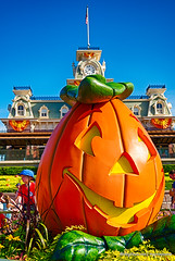 Smiling Pumpkin on Main Street #MagicKingdom Disney 2014 (Mickey Views) Tags: disneyworld pumpkin halloween wdw hdr mainstreet magickingdom waltdisneyworld disney 2014 halloweenparty hdrdisney