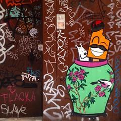 Tintín y el opio azul. (annaeme) Tags: door pasteup graffiti barcelona streetart herge milu
