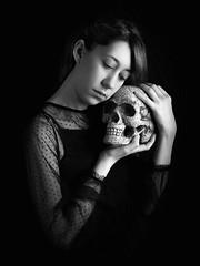 Miedo de vivir / Fear of living (elda maganto) Tags: selfportrait blackandwhite blancoynegro skull calavera fear miedo death muerte