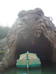 Disneyland Paris 2016 (Elysia in Wonderland) Tags: disneyland paris disney france theme park joe elysia lucy holiday 2016 storybook land boats cave wonders aladdin