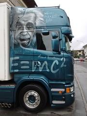 Die 40 Tonnen Ruheenergie stehen irgendwie im Verhltnis zur Energie. (Swassermatrose) Tags: art einstein lkw truck davos switzerland alpen graubnden schweiz 2016 portrait kopf portrt emc2