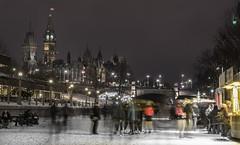 Mackenzie King Bridge : January 23, 2015 (jpeltzer) Tags: night ottawa skating parliament rideaucanal