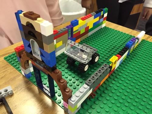 Group building design challenge by Wesley Fryer, on Flickr