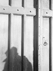 Closed doors (jfsouto) Tags: uk england blackandwhite film unitedkingdom stock 35mmfilm oxford oxfordshire f63 xtol 1412 kodaktrix400 leicamp 1125s 06122014 ernstleitzsummar5cmf2