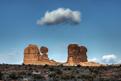 Balanced Rock, Hovering Cloud (foto guy Terry) Tags: cloud landscapes archesnationalpark