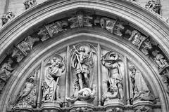 hotel de ville (pierre.lebleu) Tags: bw art statue canon europe belgium belgique grandplace hoteldeville god market bruxelles brussel 600d pierrelebleu