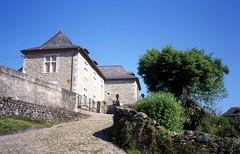 ossas-chateau (Soule Xiberoa) Tags: monument village villages château ossas