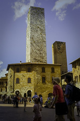 Towers and tourists in San Gimignano (Sacha 2D) Tags: voyage leica italy europe tuscany toscane italie 2014 travelphotography leicam8 leicaelmaritm28mmf28 lensblr photographersontumblr sacha2d