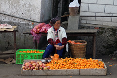 Orange (_agnes_l) Tags: china people orange canon asia candid streetphotography nocrop chine streetphotocolor