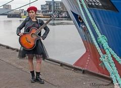 In de haven (LadyLove1967) Tags: scheveningen rodebaret fotoshoot gitaar mooiedame boot grafity kleur