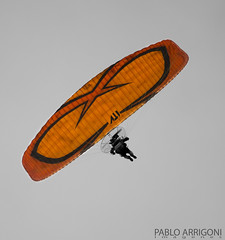Fly over me (Pablo Arrigoni) Tags: sky people orange man me argentina colors up america canon outside persona eos fly exterior ar gente outdoor south over wing colores cielo ala motor paragliding vela naranja hombre ripe afuera arriba parapente soga volar paramotor 18135 70d eos70d