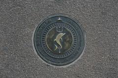 Parcours historique de Beyrouth (Pi-F) Tags: liban parcours histoire plaque trottoir beyrouth dauphin trident