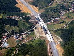 Bridge building (oobwoodman) Tags: turkey trkei turquie trkiye istanbul yavuzsultanselim bridge pont brcke bosphorus boazii highway freeway construction autobahn autoroute autostrada road