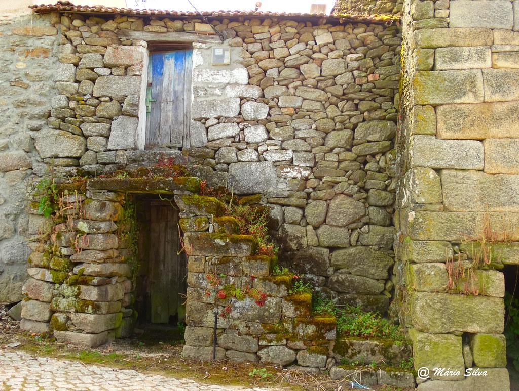 Águas Frias (Chaves) - ... casa (típica) da Aldeia ...