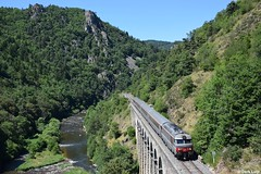 SNCF BB67574, Saint Christophe d'Allier, 18-7-2016 15:18 (Derquinho) Tags: sncf bb67574 multiservice corail plus gorges saint christophe dallier allier thord bb67400 nevers 67400 intercités 15957 cevenol clermont ferrand nîmes chapeauroux