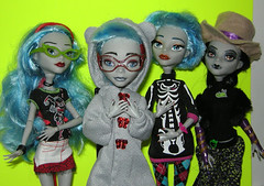 My custom Ghoulias (Humble Zombie) Tags: dolls monsterhigh ghoulia zombie