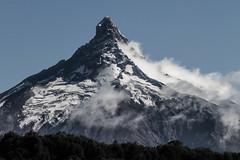 Kiss (Lala Q.) Tags: volcn volcano los lagos decima region chile nubes puntiagudo lago todos santos