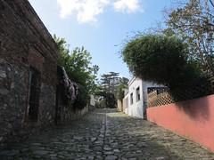 """Colonia del Sacramento: le quartier historique et ses anciens pavés de pierre de schiste <a style=""""margin-left:10px; font-size:0.8em;"""" href=""""http://www.flickr.com/photos/127723101@N04/29623959981/"""" target=""""_blank"""">@flickr</a>"""