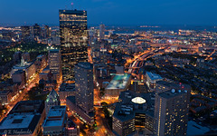Boston  l'heure bleue - Blue Hour Boston (laurenstruffolino1) Tags: boston gratteciel massachusetts newengland nouvelleangleterre skyscraper usa cityscape expostionlongue longexposition nightphotography photographiedenuit smcpentaxda21mmf32allimited smcpda21mmf32al