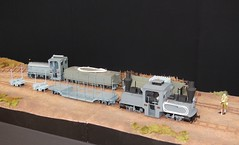 Croisement de trains militaires franais (Chemin-de-fer voie troite Guerre 1914-1918) (xavnco2) Tags: bourse exposition modlisme ferroviaire model railway rail road show 2016 albert somme picardie france cmfa maquette diorama wwi train locotracteur locomotive engine voie troite narrow track scratch