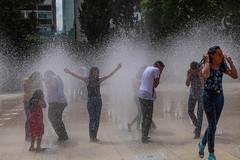 Monumento a la revolucion 353 (L Urquiza) Tags: water playing people monumento la revolution mexico city ciudad cdmx centro hisotrico