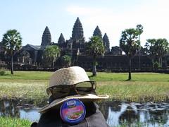 "Avec notre paté Hénaff : pique nique à Angkor <a style=""margin-left:10px; font-size:0.8em;"" href=""http://www.flickr.com/photos/83080376@N03/15863976357/"" target=""_blank"">@flickr</a>"