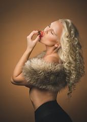 Lina (Thomas Ohlsson Photography) Tags: beautiful fruit fur strawberry sweden blonde fakefur mua lomma makeupartist skneln smcpentaxfa77mmf18limited linanilsson pentaxk3 thomasohlssonphotography thomasohlssoncom juliacaspari