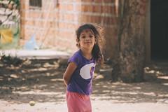 Encontrar pequeas sonrisas en pijama (SerCorzo) Tags: portrait cute girl beautiful smile childhood canon children happy town colombia child retrato pueblo nia sonrisa felicidad feliz sonriendo 60d