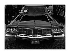 Car (One-Basic-Of-Art) Tags: car auto oldtimer fahrzeug blackandwhite blackwhite schwarzweis schwarzundweis rahmen weiserrahmen weis schwarz noir blanc 1basicofart annewoyand woyand fotografie photography canon
