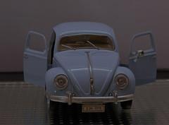 Kfer Shooting (Gnter Hentschel) Tags: vw kfer blau deutschland germany germania alemania allemagne europa modellcar modellauto modell 118 nikon nikond5500 d5500 indoor auto car fahrzeug