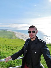 Cap Blanc-Nez (JeanLemieux91) Tags: ocean sea mer france primavera beach leather june mar juin spring military playa cte atlantic jacket cap junio nordpasdecalais plage printemps militaire oceano northbound cuero manteau atlantique ocan cuir tunic 2016 dopale blancnez altntico