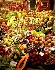 vorrei una mela e... (PaTe2) Tags: frutta mercato boqueria barcellona