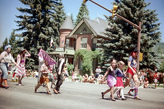 3e-175 (ndpa / s. lundeen, archivist) Tags: street costumes summer people horse color building film kids 35mm children centennial costume women mainstreet colorado theater nick crowd banner july parade intersection stoplight aspen spectators july4th 4thofjuly 1980 1980s festivities 100thbirthday onlookers dewolf 3e historicbuilding 4thofjulyparade paradeparticipants aspenstreet nickdewolf sardyhouse photographbynickdewolf 18801980 reel3e aspencentennial