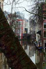 Utrecht - a view over the canal Oude Gracht (RW-V) Tags: canal utrecht nederland thenetherlands paysbas niederlande gracht oudegracht canonefs1755mmf28isusm canoneos60d dwwg