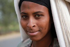 thiopienne a Gondar (jmboyer) Tags: voyage africa travel portrait people tourism face canon photography photo yahoo flickr photos retrato african religion picture tribal viajes afrika lonely lonelyplanet ethiopia ethnic canoneos civilisation gettyimages visage nationalgeographic afrique 6d tribu eastafrica ethiopie googleimage go googlephotos etiopija ethnie yahoophoto impressedbeauty ethiopianwoman photoflickr afriquedelest canon6d photosflickr canonfrance photosyahoo imagesgoogle photogo nationalgeographie jmboyer photosgoogleearth eth0397