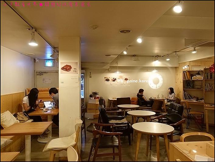 弘大 下面咖啡 提拉米蘇 (2).JPG