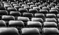 Free Seating - Freie Platzwahl (pwendeler) Tags: stuhl chair seat sitz konzert concert wilhelmsbadersommernacht hanau schwarzweis blackwhite