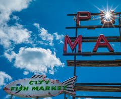 PU MA City Fish Market (Paul T. Marsh/PositivePaul) Tags: paulmarshphotography sunstar paultmarsh leicad3 lightroom5 2016 wwwpaulmphotographycom pikeplacemarket color 25mmf14 sky leica pacificnorthwest leicadigilux3 seattle clouds