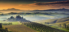 Sunrise @ Podere Belvedere, Val d'Orcia - Tuscany (Italy) (Eric Rousset) Tags: poderebelvedere valdorcia house toscane tuscany italy sanquirico italie italia sunrise fog brume vignoble landscape paysage nature valley toscana cypress nisi europe filtrenisifstopperirgnd809100x150mm3stops unesco travel voyage tourisme photography ericrousset village 2016 canon canoneos5dmarkii canonef1740mmf4lusm italian nisicircularpolariser