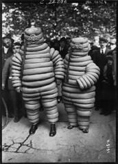 1922. Fte sportive  la Commune libre de Montmartre - les deux bibendum (foot-passenger) Tags:  bnf gallica 1922